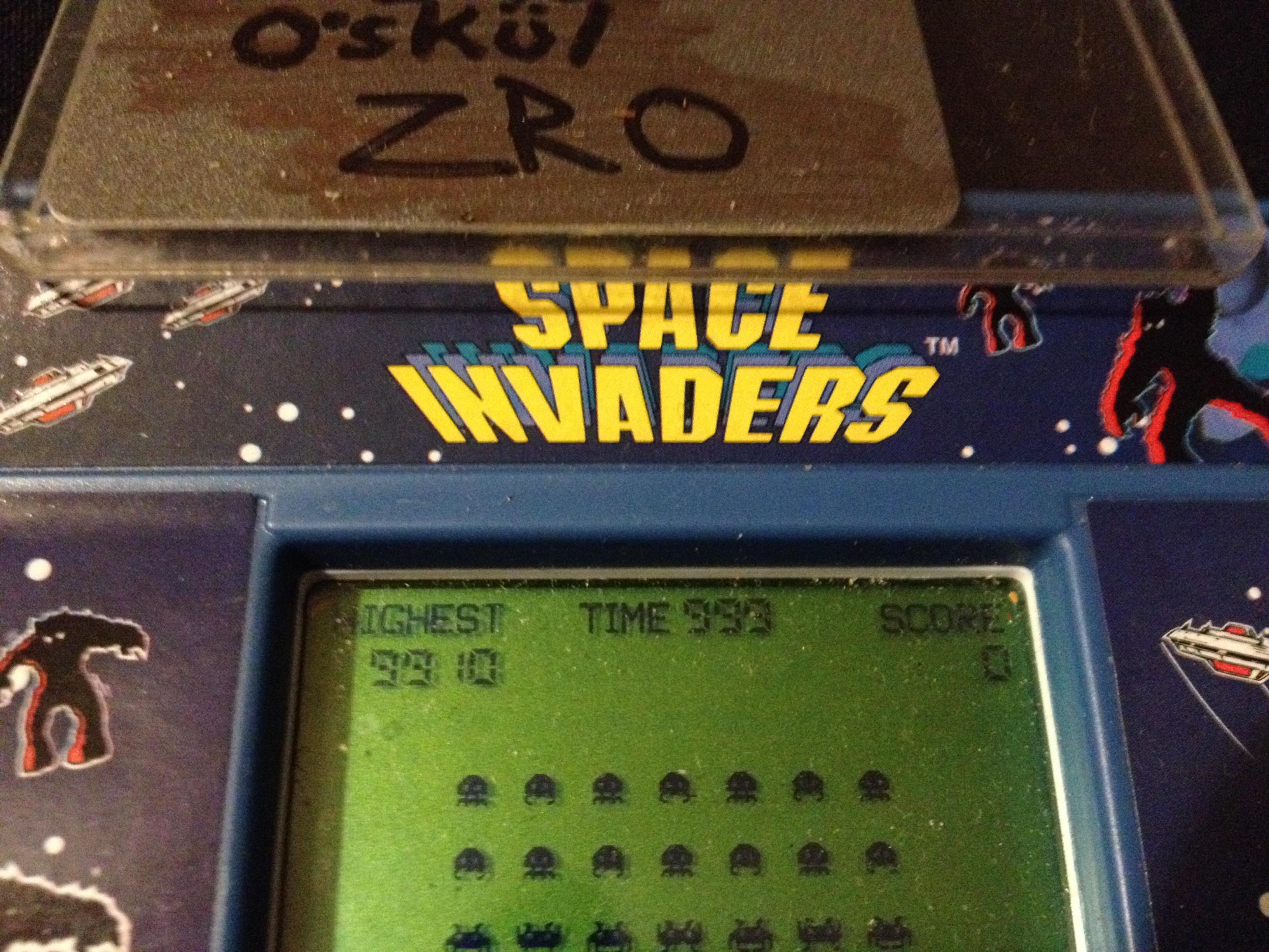 zerooskul: Arcade Classics 02: Space Invaders (Dedicated Handheld) 9,910 points on 2019-08-02 23:27:00