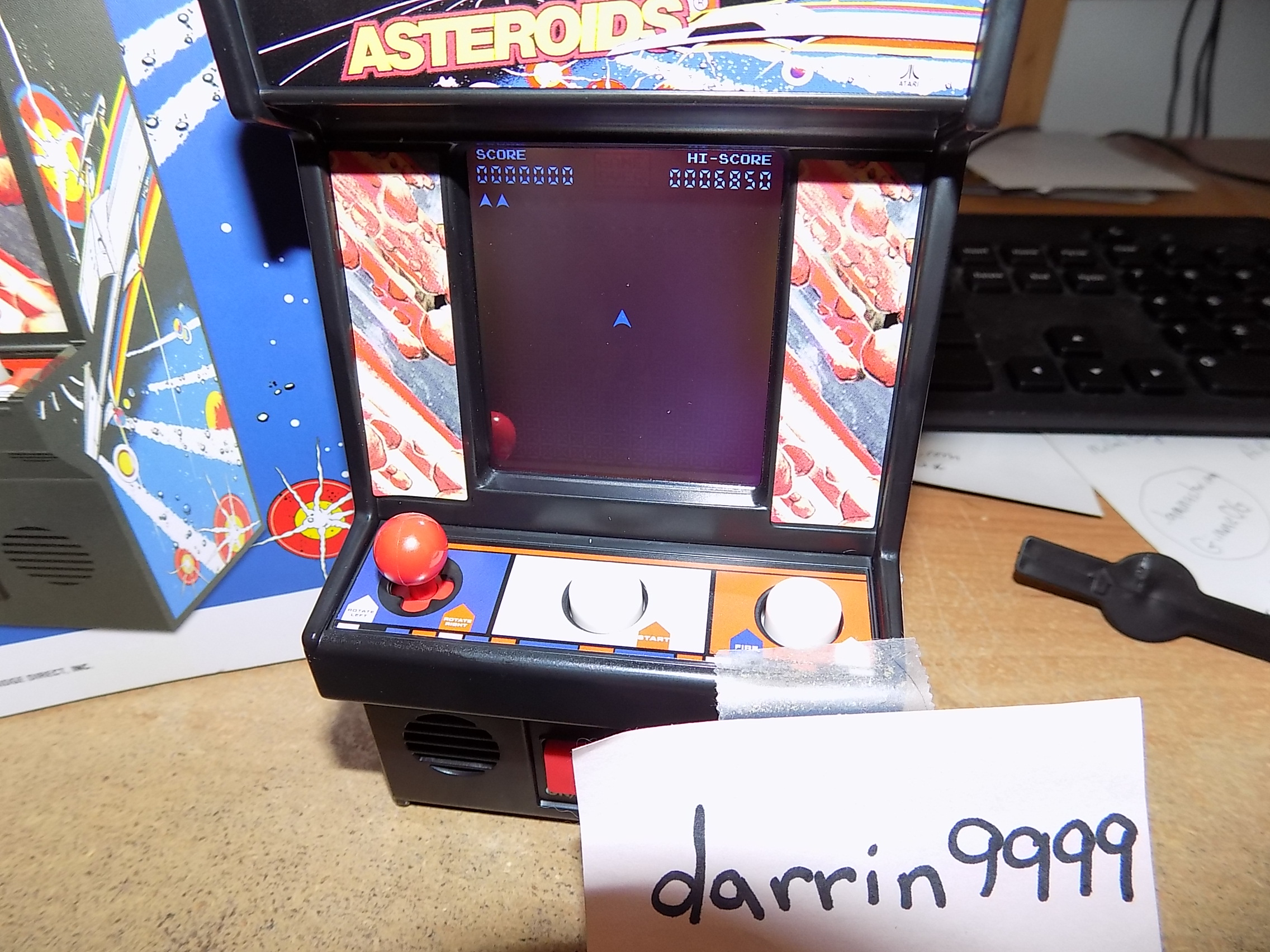 darrin9999: Arcade Classics 05: Asteroids (Dedicated Handheld) 6,850 points on 2018-03-12 10:00:14
