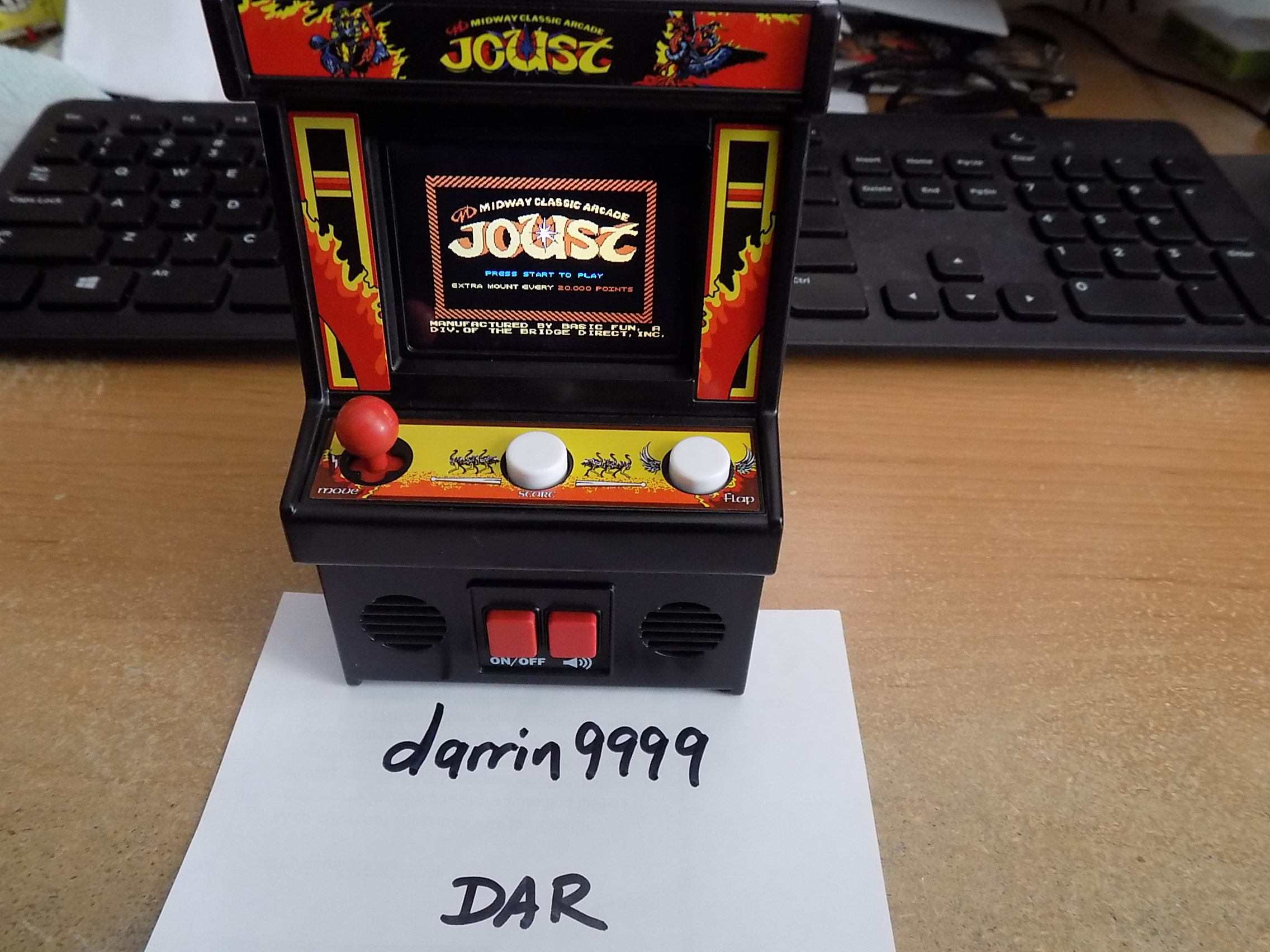 darrin9999: Arcade Classics 08: Joust (Dedicated Handheld) 8,250 points on 2018-03-21 17:21:36