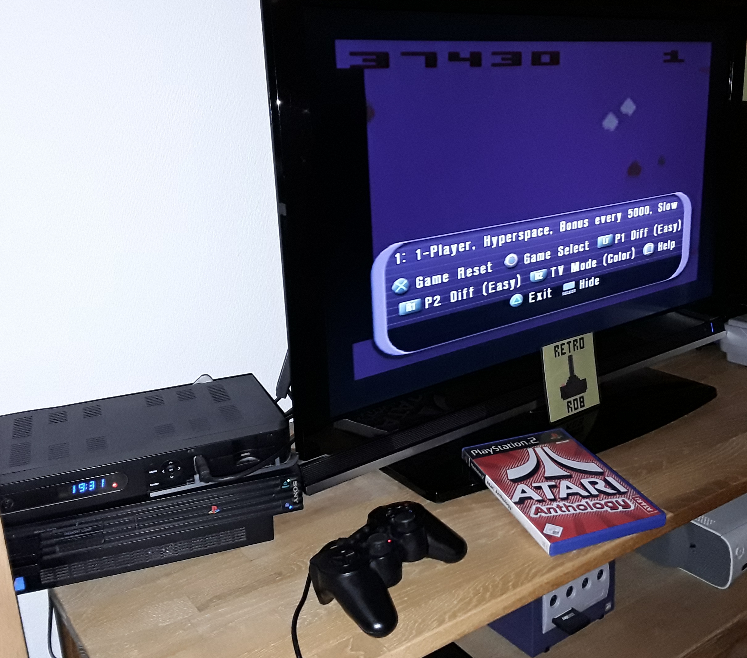 RetroRob: Atari Anthology: Asteroids - home version [Game 1B] (Playstation 2) 37,430 points on 2019-01-16 12:29:10