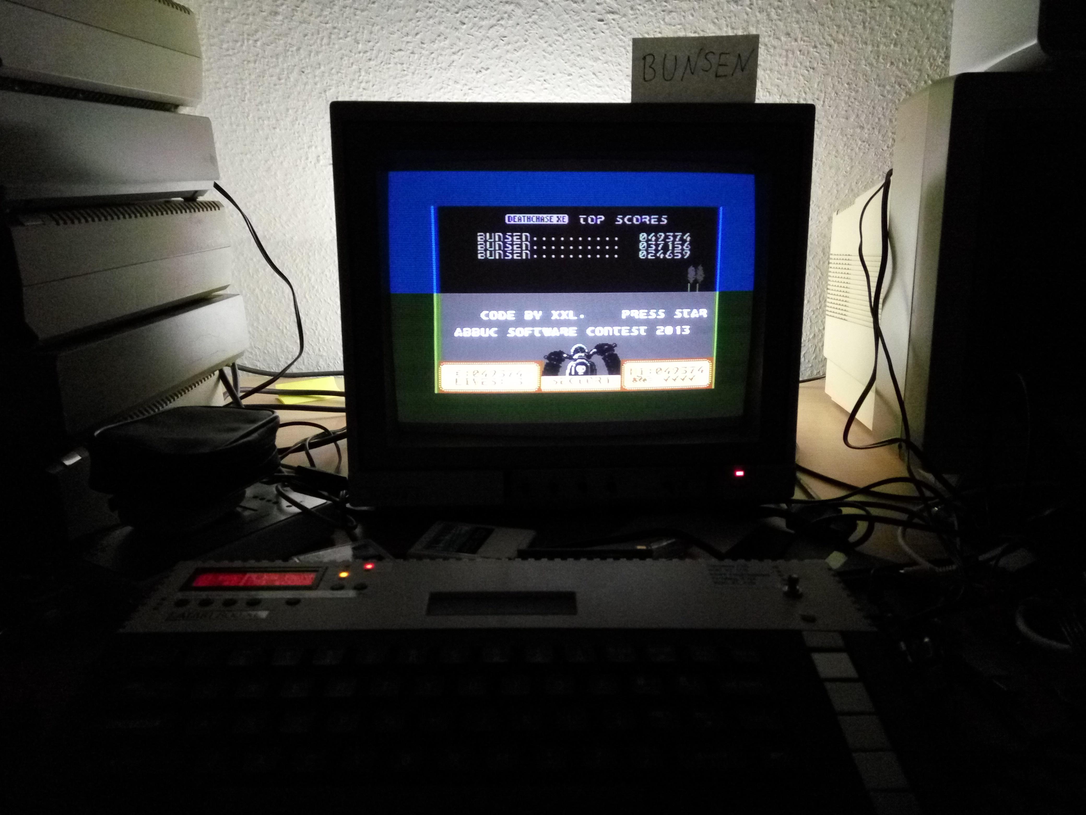 Bunsen: Deathchase XE (Atari 400/800/XL/XE) 49,374 points on 2016-09-04 12:30:09