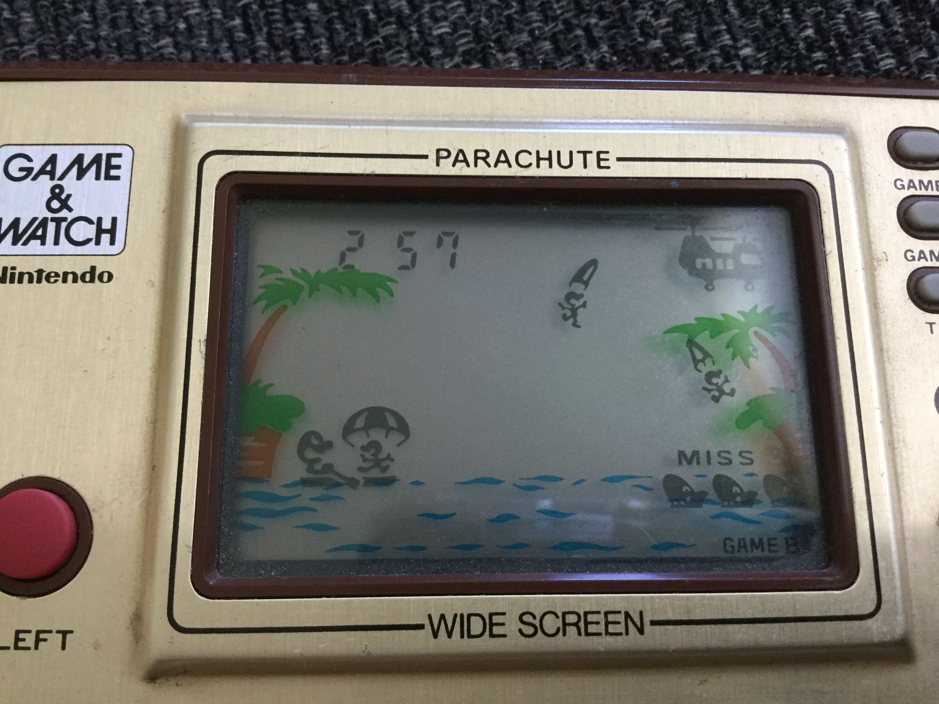 Frankie: Game & Watch: Parachute [Game B] (Dedicated Handheld) 257 points on 2018-05-07 11:33:45