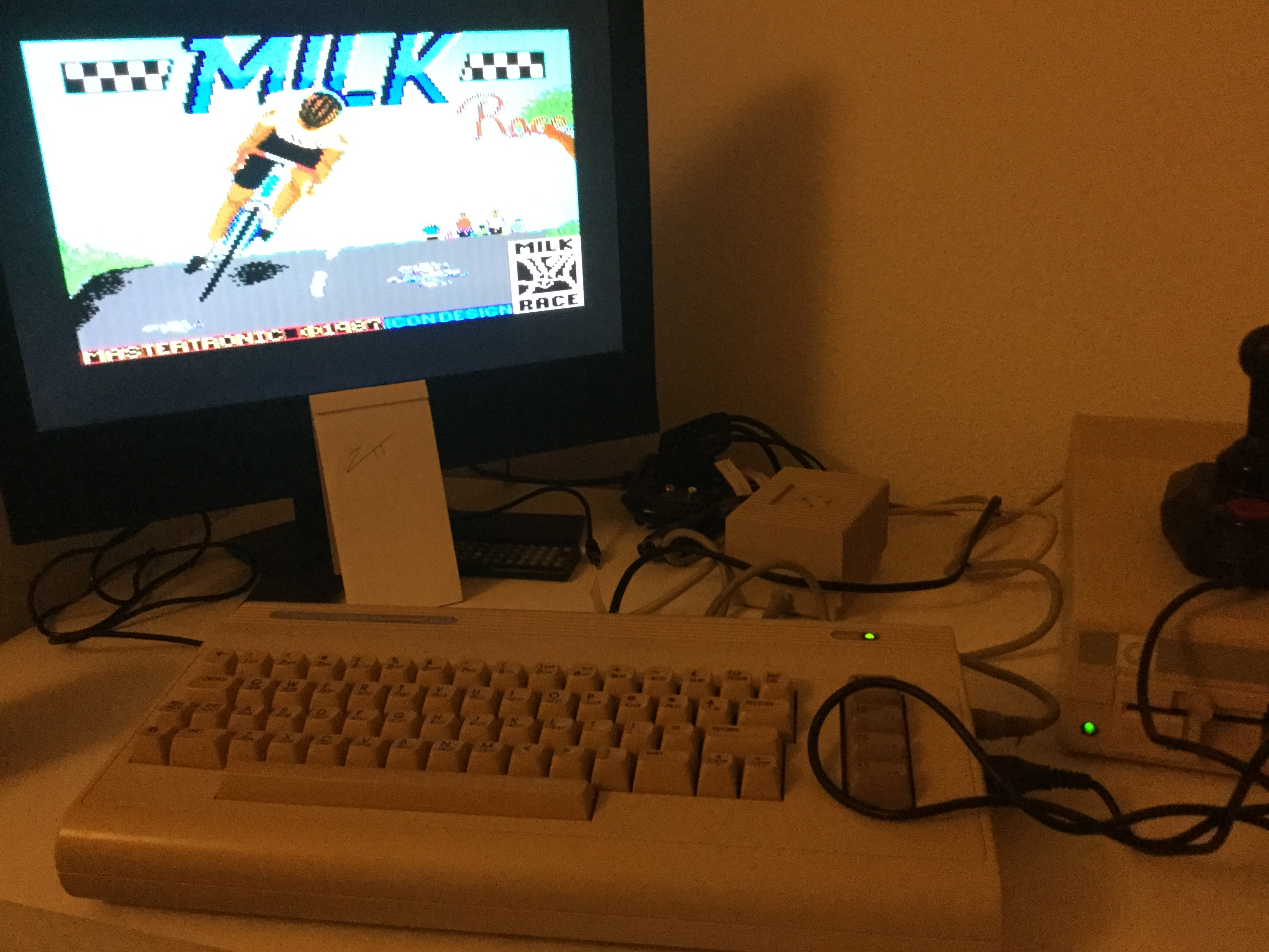 Frankie: Milk Race (Commodore 64) 4,225 points on 2020-12-31 04:02:48