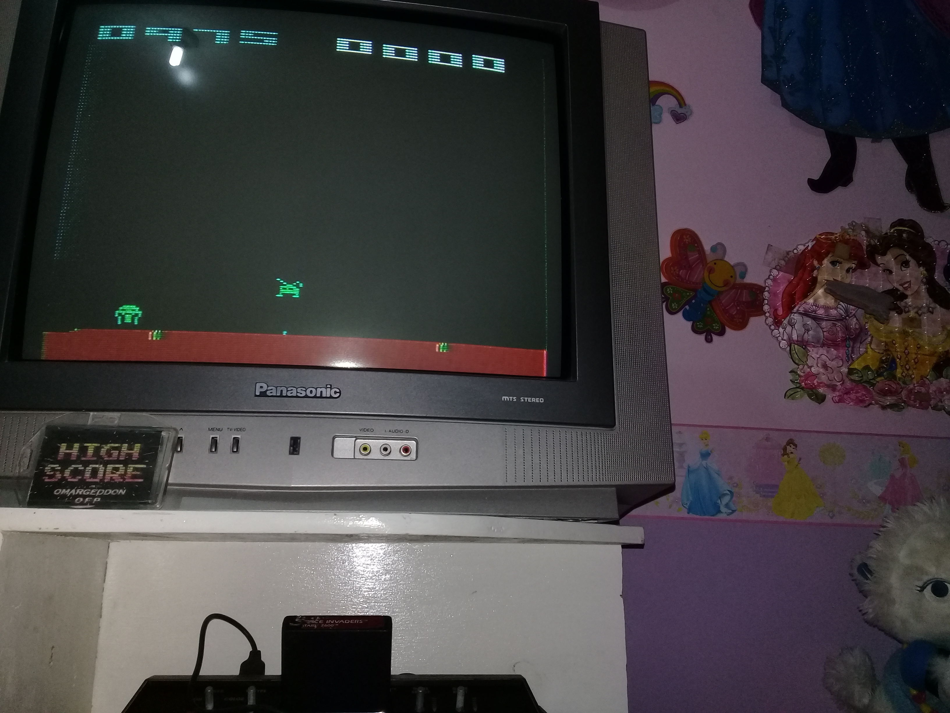 omargeddon: Space Invaders: Game 10 (Atari 2600 Novice/B) 975 points on 2019-03-20 18:24:44