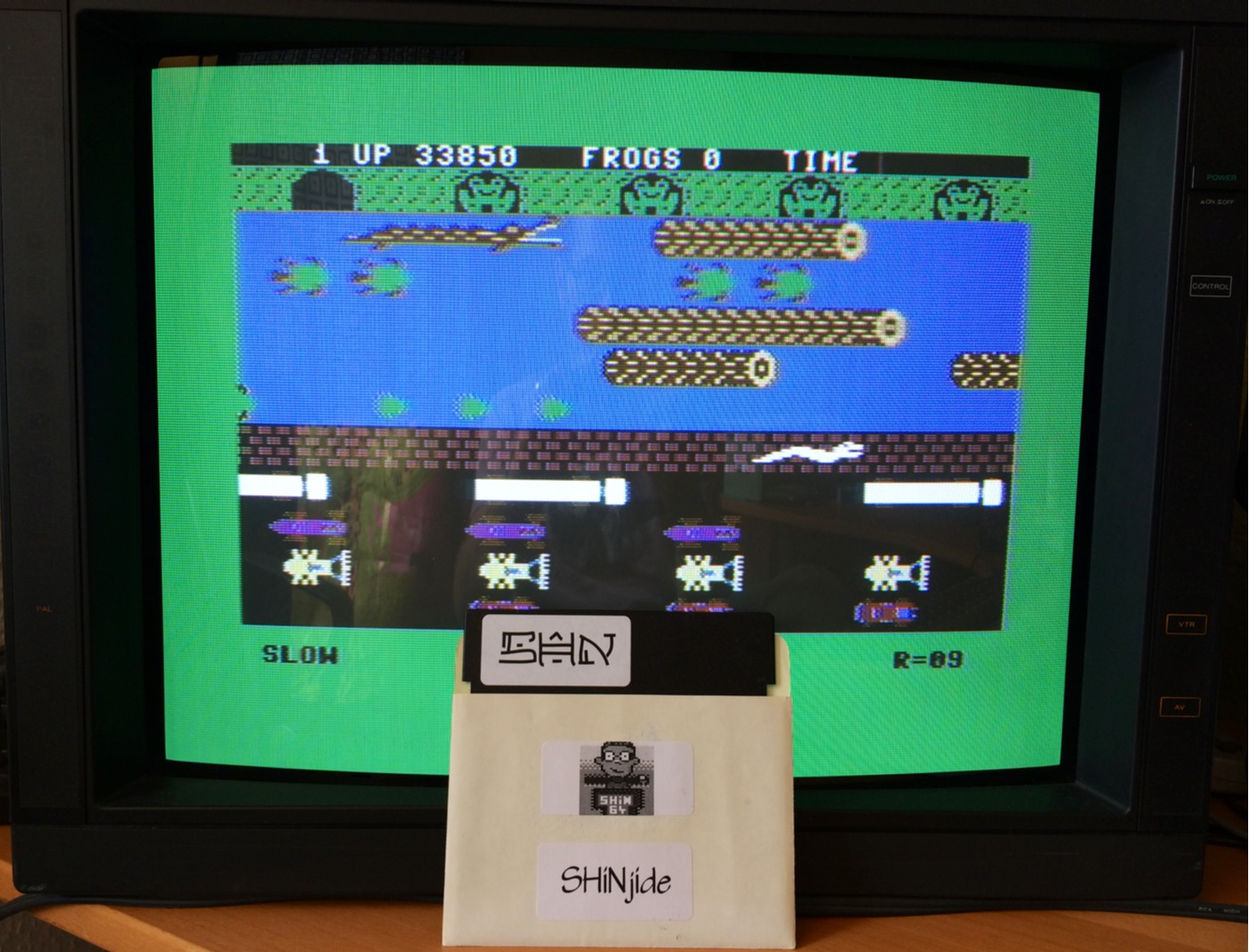 SHiNjide: Frogger: Parker Bros [Slow] (Commodore 64) 33,850 points on 2014-07-07 07:18:10
