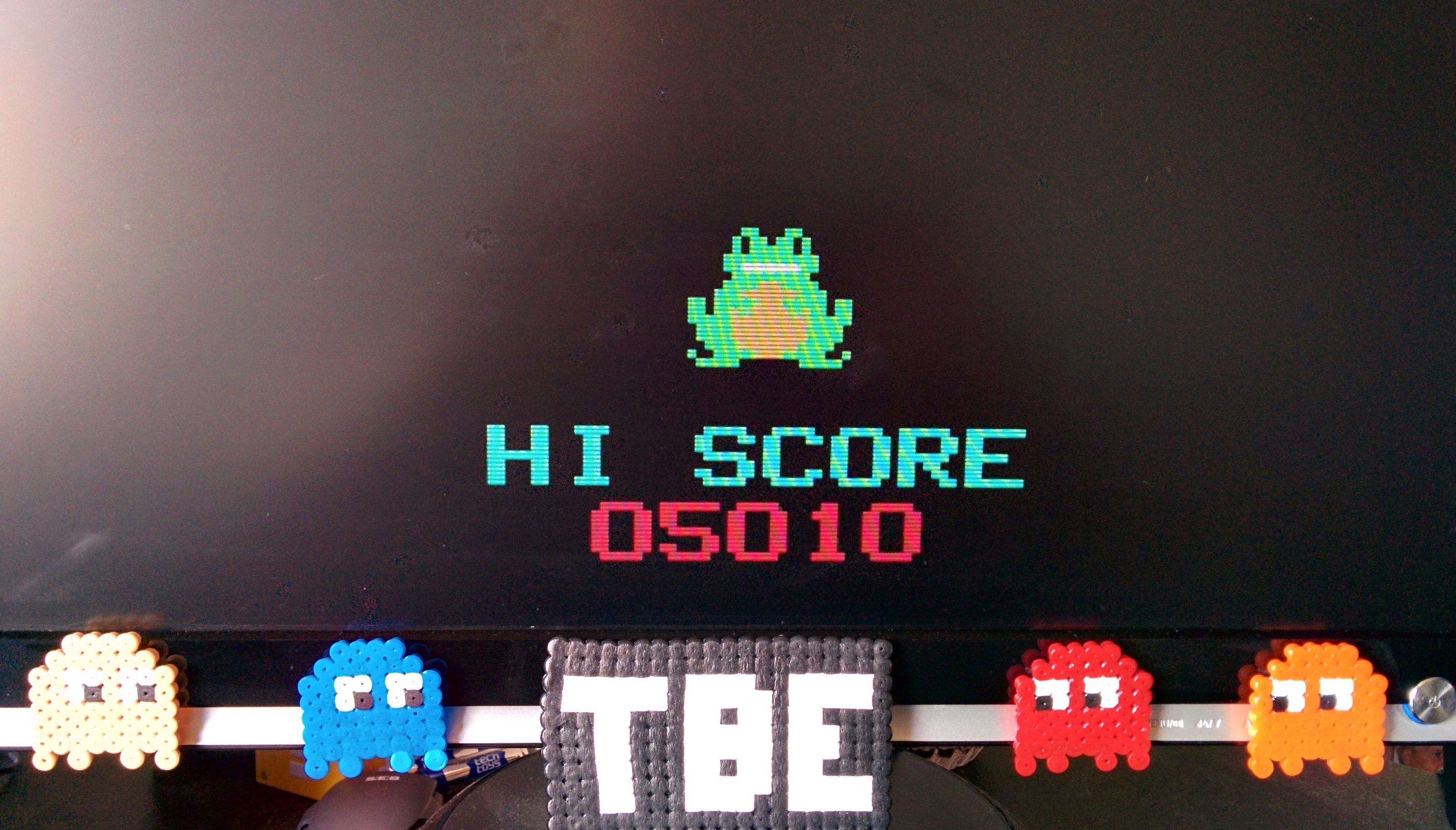 Sixx: Frogger (Odyssey 2 / Videopac Emulated) 5,010 points on 2014-08-26 05:41:05