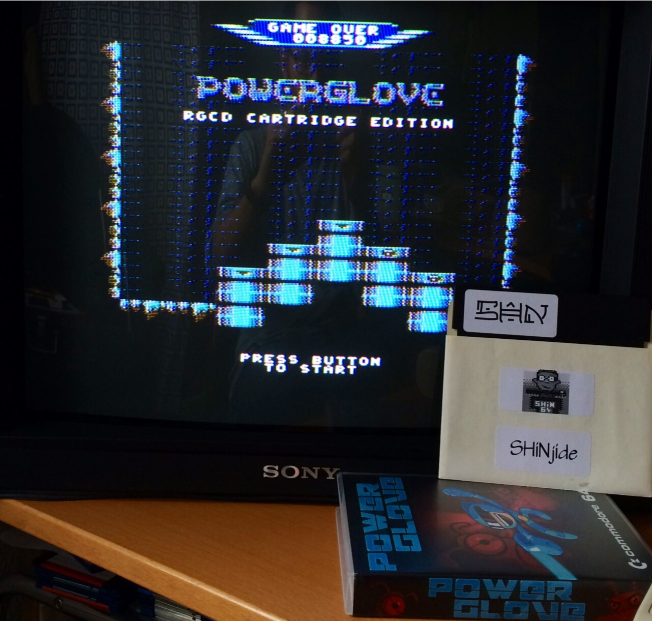 SHiNjide: Powerglove [RGCD Cartridge Edition] (Commodore 64) 8,850 points on 2014-09-26 15:58:31