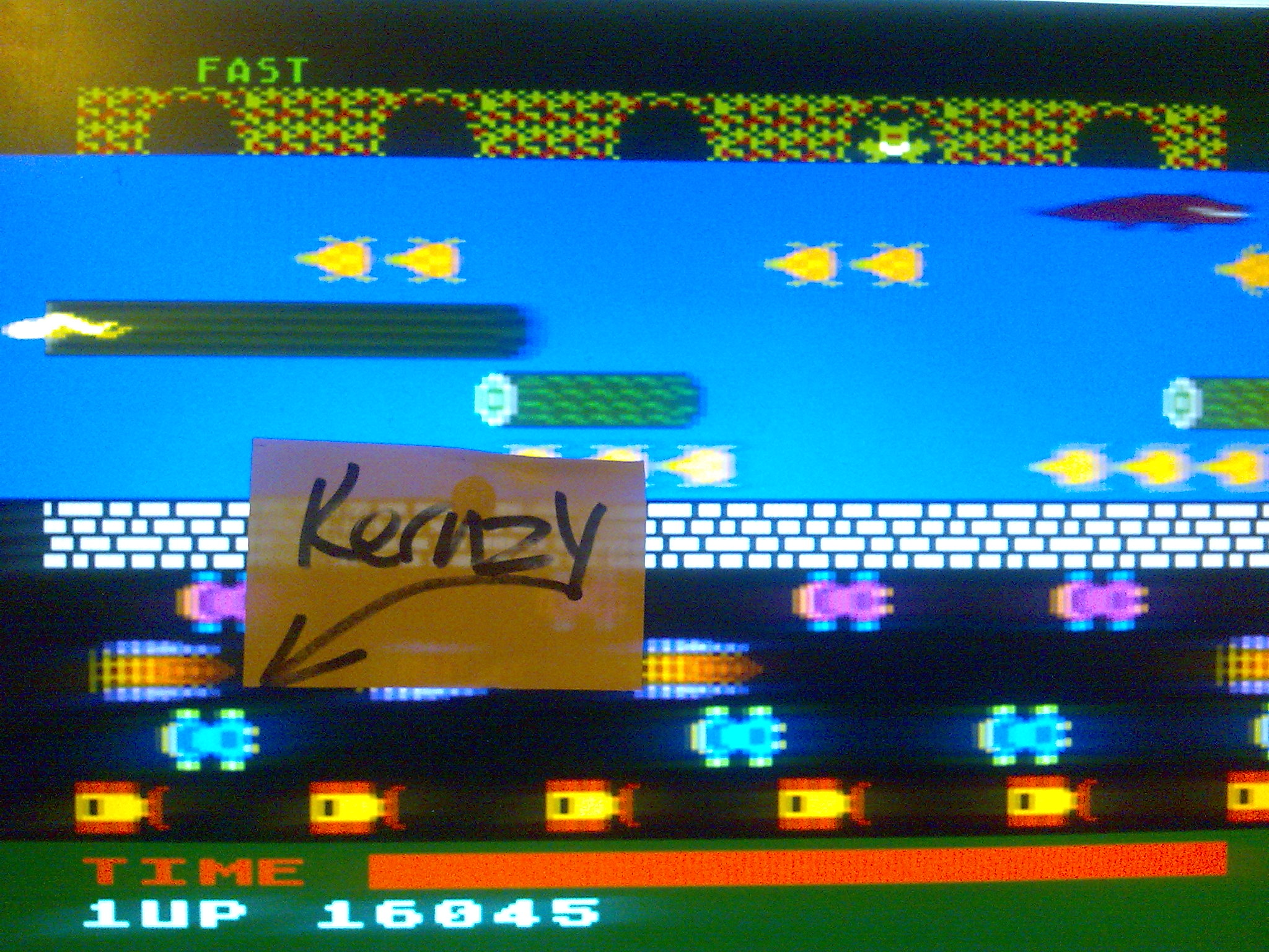 kernzy: Frogger: Fast [Parker Brothers] (Atari 400/800/XL/XE Emulated) 16,045 points on 2014-10-17 21:04:01