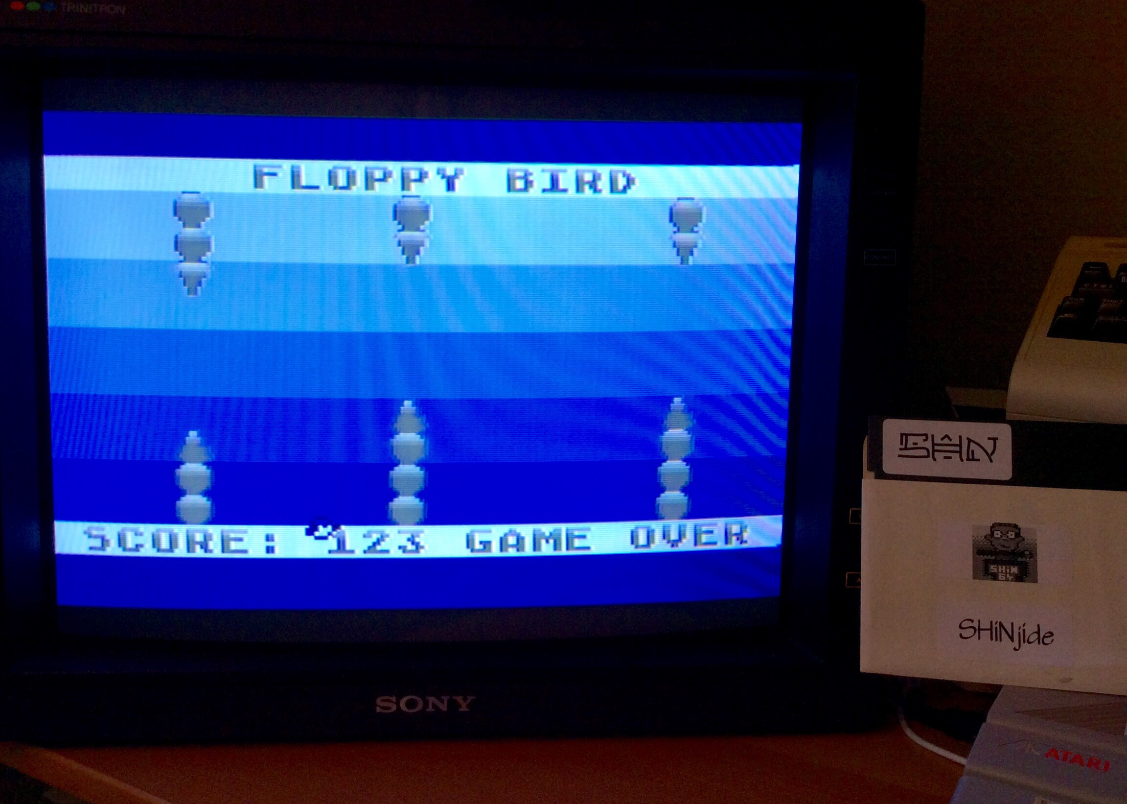SHiNjide: Floppy Bird (Atari 400/800/XL/XE) 123 points on 2015-01-25 08:30:59