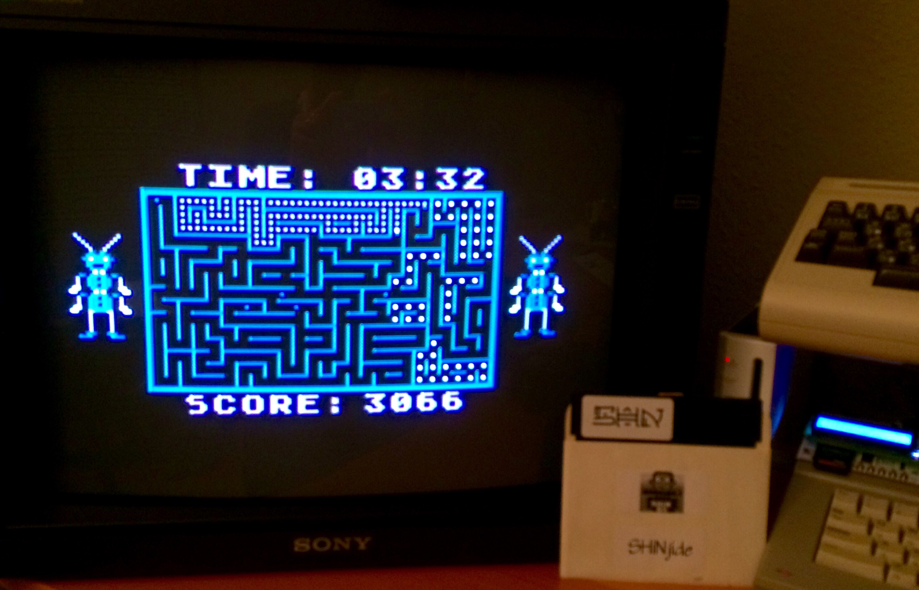 SHiNjide: Tumble Bugs (Atari 400/800/XL/XE) 3,066 points on 2015-02-15 14:41:20